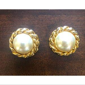 Christian Dior earrings ( clip on)